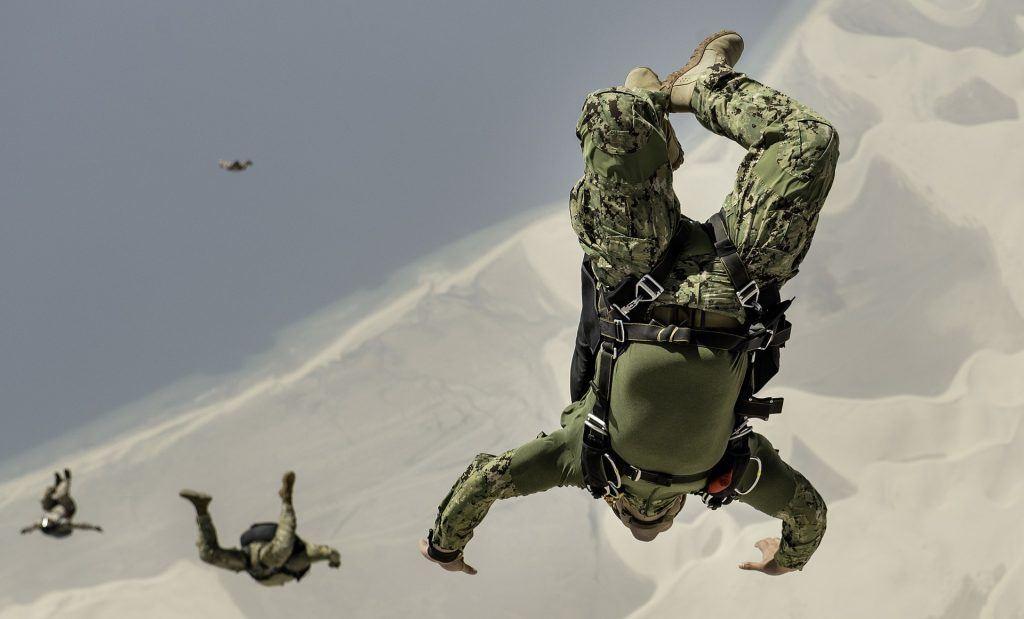 Paracadusti militari